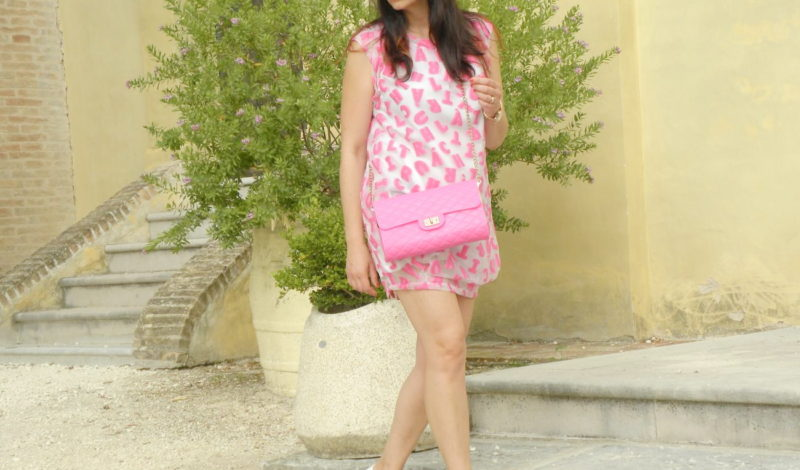 Funny pink dress for summer: yes to color!