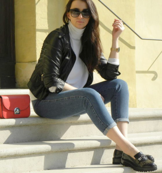 Leather jacket and loafers: a midseason look!