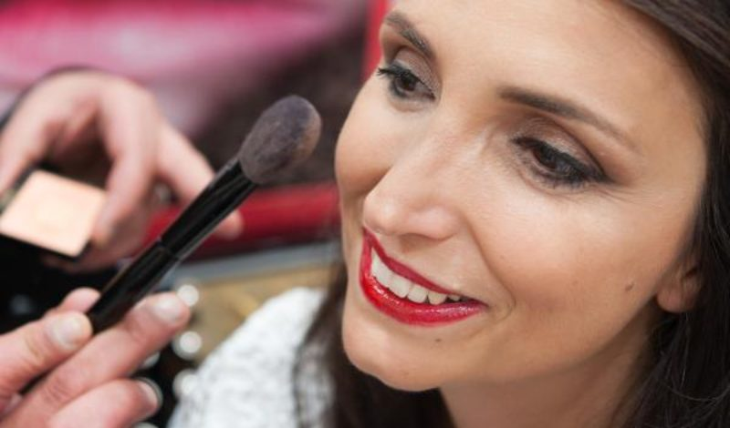 Glossy skin: what is the most suitable make-up?