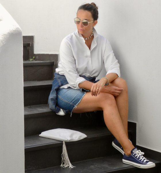 Jeans and white shirt: an idea for the end of summer!