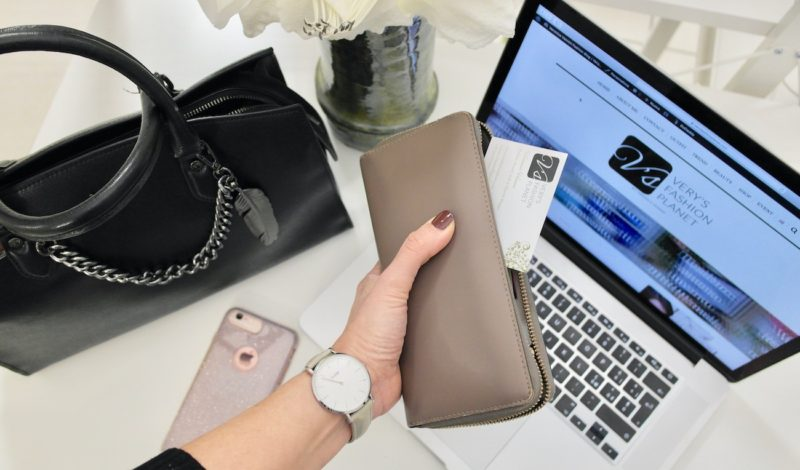 Women's wallets: how to choose the most suitable model for your outfit