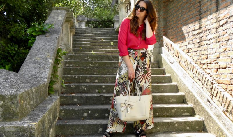 Tropical print: palazzo pants with a more summery mood!